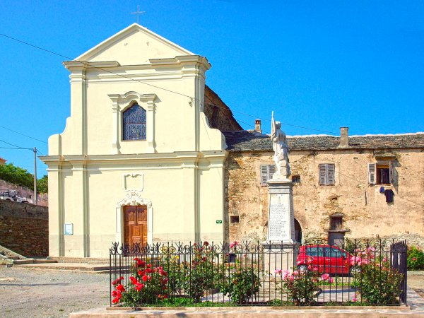 Vue sur le monuments aux morts et le couvent